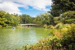 Kreissägen am See im Central Park, New York Stockfotos