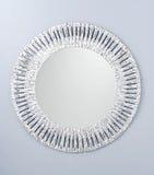 Kreisspiegel hergestellt durch weißen hölzernen Rahmen Stockbild