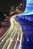 Kreisstraßenregenbogenleuchte schleppt Nachtszene Lizenzfreie Stockbilder