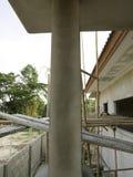 Krekingowi concret słupy stwarzają ognisko domowe Fotografia Royalty Free