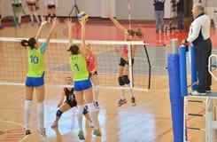 Kremena Kamenova, aanvallen tijdens de gelijke tussen CSM Boekarest en Cs Stiinta Bacau Royalty-vrije Stock Foto