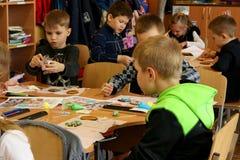 Kremenchug, Poltava-Region, Ukraine am 24. April 2019 eine Lektion der Kreativit?t in der Volksschule lizenzfreies stockbild