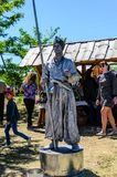 Kremenchug Ukraina - Juni 3, 2017: Levande staty p? en m?ssa royaltyfri bild