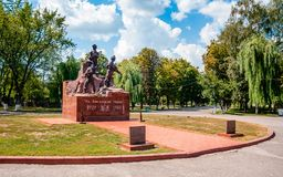 KREMENCHUK, UCRAINA - 4 AGOSTO 2018: monumento per le leghe per saldatura, che sono morto nell'operazione di Afghanistan Il testo immagine stock libera da diritti