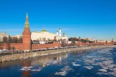 Kreml av Moskva i 2017 Invallning av den Moskva floden Ryssland arkivbilder