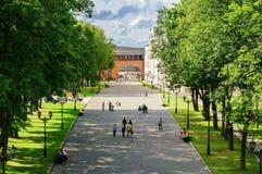 Kreml, den centrala avenyn veliky novgorod för antagandeauktionkyrka Arkivfoto