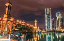 Kreml miasta krajobrazu noc znaleźć odzwierciedlenie rzeki Zdjęcia Royalty Free