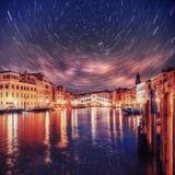 Kreml miasta krajobrazu noc znaleźć odzwierciedlenie rzeki Kantor Bridżowy Ponte Di Kantor w Wenecja gwiaździsty fantastyczny nie Zdjęcia Royalty Free