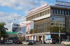 Kreml miasta krajobrazu noc znale?? odzwierciedlenie rzeki Uliczny Karl Liebknecht 20 Teatr Muzykalna komedia Dziejowy budynek zdjęcia stock