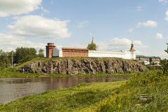 Kreml på bankerna av floden Tura Verkhoturye Ryssland Arkivbild