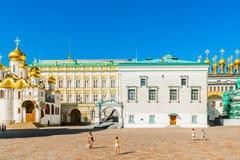 Kreml turnerar 16: Domkyrkafyrkant av Kremlnollan Arkivfoto