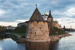 Kremlin de Pskov na afluência de dois rios, no grande e em Psk Imagem de Stock