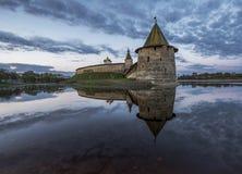 Kremlin de Pskov na afluência de dois rios, no grande e em Psk Fotos de Stock