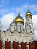 Kremlin interno Opinião Ivan a grande torre de Bell, MOSCOU, RÚSSIA imagem de stock royalty free
