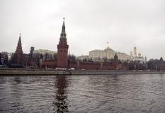 Kremlin jest warownym kompleksem w centre Moskwa fotografia royalty free