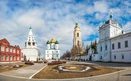 Kremlin kwadrat z dzwonnicami i świątyniami obraz stock