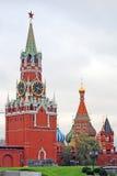kremlin moscow Фото цвета Башня Spasskaya и собор базиликов Святого Стоковая Фотография