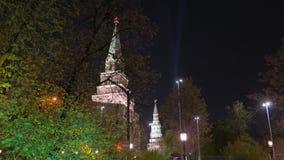 kremlin moscow förtöjd sikt för nattportship lager videofilmer