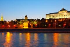 kremlin moscow natt Arkivfoton