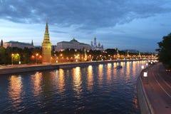 kremlin moscow natt russia Royaltyfri Foto