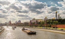 kremlin moscow panorama- siktsvinter Arkivfoton