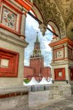 kremlin moscow russia spasskayatorn Arkivbild