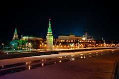 Kremlin na noite fotos de stock