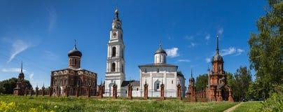 kremlin volokolamsk Den arkitektoniska helheten i Volokolamsk, en monument av kultur, historia och arkitektur arkivfoton