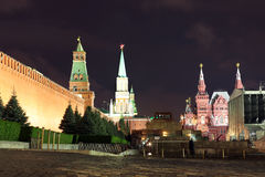 Kremlin wall, Senate tower, Nikolskaya tower, Historical museum Stock Photos