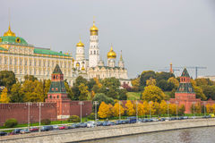 Kremlkaj i Moskva Arkivfoto