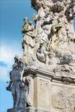 Kremnica -巴洛克式的三位一体专栏的Safarikovo广场和细节与圣Sebastian和圣约瑟夫的 图库摄影