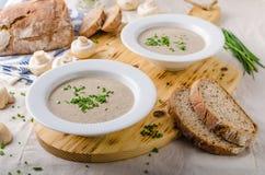 kremowa zupa pieczarkowa zdjęcie stock