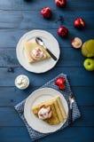 Kremowi bliny z nektarynami Fotografia Stock