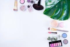kremowi pomadki makeup tusz do rzęs gwoździa połysku fachowi brzmienia narzędzia Fotografia Stock