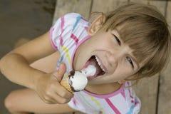 kremowy eyeswith dziewczyny lód kremowy s jeden śruba Obrazy Royalty Free