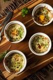 Kremowy jajko Piec w Ramekin zdjęcia stock
