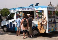 kremowy lodowy samochód dostawczy Obraz Stock