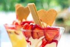 kremy szyszek tła czekoladowe lody lodu nad pistacjowym waniliowym truskawkowy white Zdjęcie Royalty Free