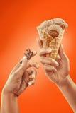 kremy szyszek tła czekoladowe lody lodu nad pistacjowym waniliowym truskawkowy white Zdjęcie Stock
