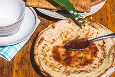 Krepa wypełniająca z truskawkowym dżemem Zdjęcie Stock