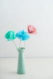 Krepdeszynowi papierowi kwiaty Zdjęcie Stock