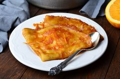 Krepdeszynowy Suzette, krepy z Pomarańczowym kumberlandem fotografia stock