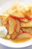 Krepps mit Caramellized Apple Stockbilder