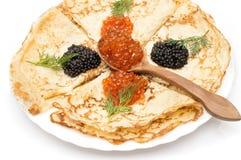 Krepps mit schwarzem und rotem Kaviar Lizenzfreies Stockbild