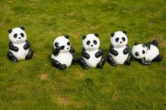 Kreskówek zwierzęta na gazonie, panda Zdjęcia Stock