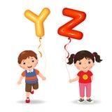 Kreskówka dzieciaki trzyma listów YZ kształtujących balony Obrazy Stock