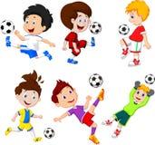 Kreskówki chłopiec bawić się futbol ilustracja wektor