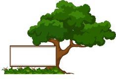 Kreskówki duży zielony drzewo z puste miejsce znakiem odizolowywającym na bielu royalty ilustracja
