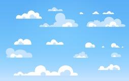 Kreskówki niebieskie niebo z chmurami na błyszczącym dniu Sylwetka białe puszyste chmury odizolowywać na błękitnym tle kreskówki  ilustracji