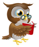Kreskówki sowa Czyta książkę Zdjęcia Royalty Free